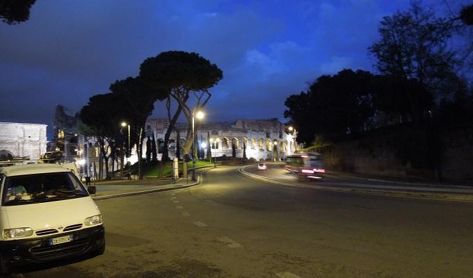 yuローマ夜コロッセオ
