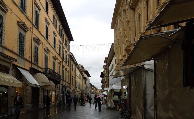 yuフィレンツェ斜塔への道