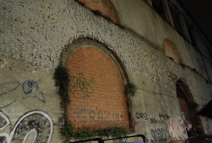 yuフィレンツェお金張り付いた建物
