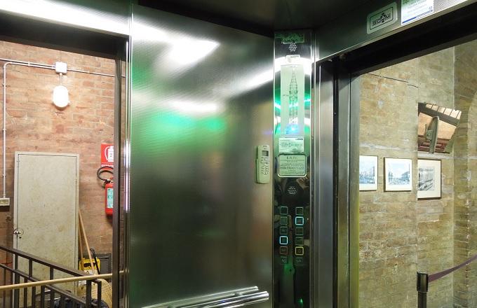 yuベネチア鐘楼のエレベーター