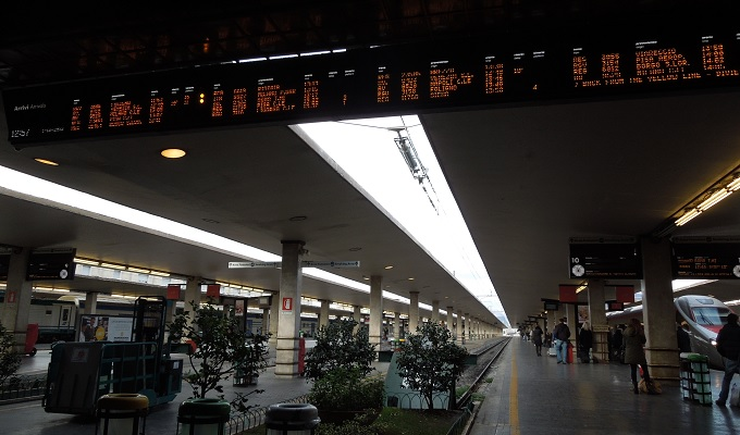 yuフィレンツェ駅のホーム