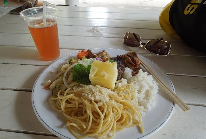 yuサイパンマニャガハ島での昼食