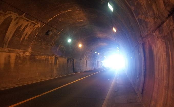 yuトンネルを抜けるとそこは砂丘だった