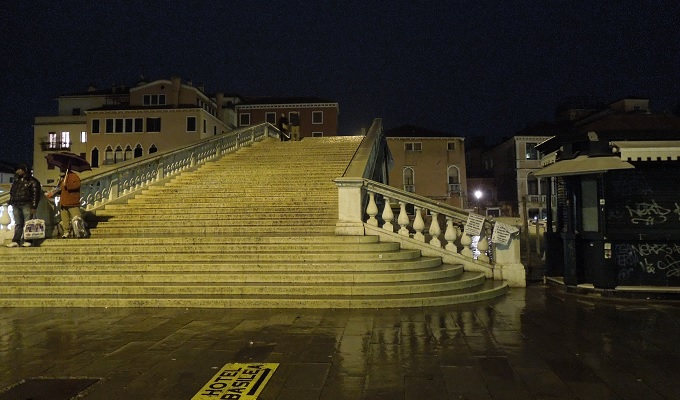yuベネチア夜の街