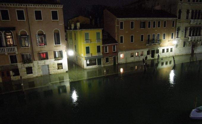 yuベネチア夜ホテルからの眺め