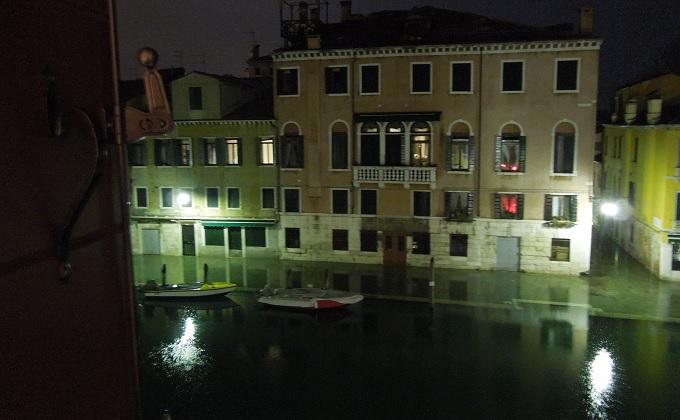 yuベネチア夜ホテルからの眺め1