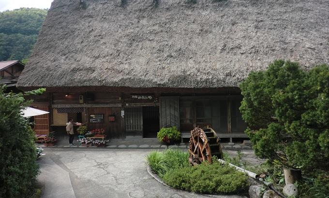 yu白川郷の家の水車