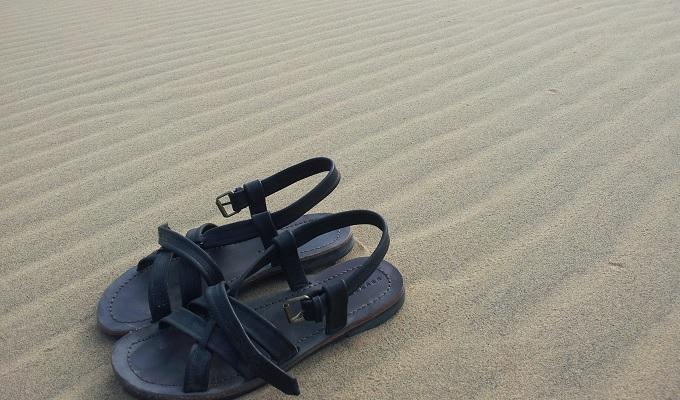 yu砂丘とサンダル