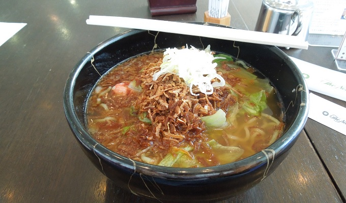 yu鳥取空港内のレストランで食事