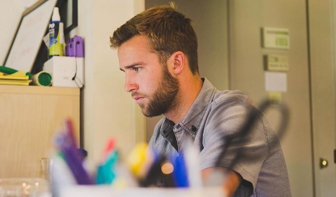 仕事・アルバイトで「受け身」と言われるかどうかは無駄口が多いかどうか!改善する方法