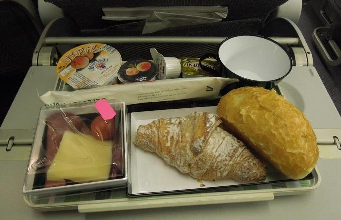 yuローマ帰国機内食1