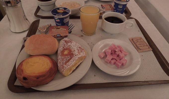 yuローマ1日目朝食