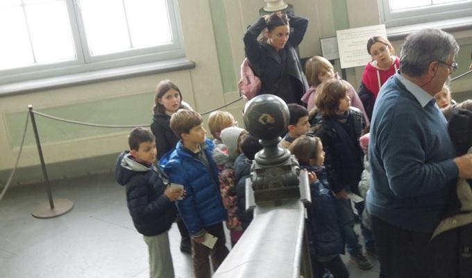 yuフィレンツェウフィッツ美術館子供たち