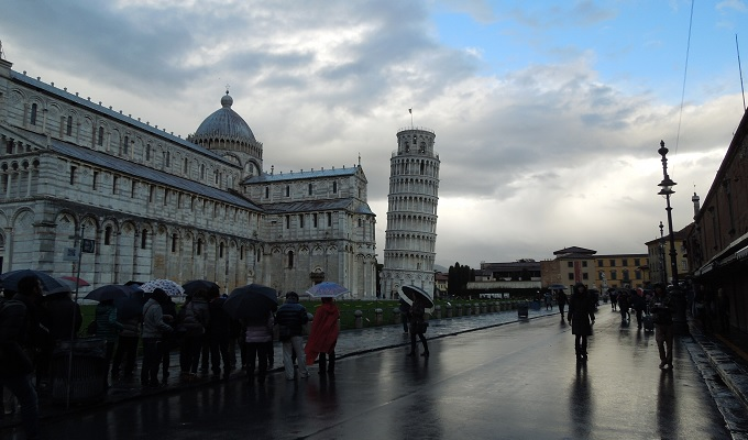 yuフィレンツェピサの斜塔の広場1