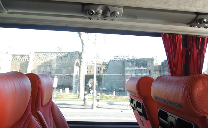 yuローマバスに乗ってバチカンから出国