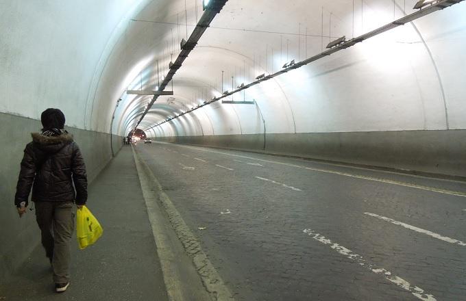yuローマ2日目夜トンネル