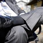 メンズは就活用にどんなリクルートスーツを買うべきか?入学式のものでよいのか?無地やストライプについても考える。