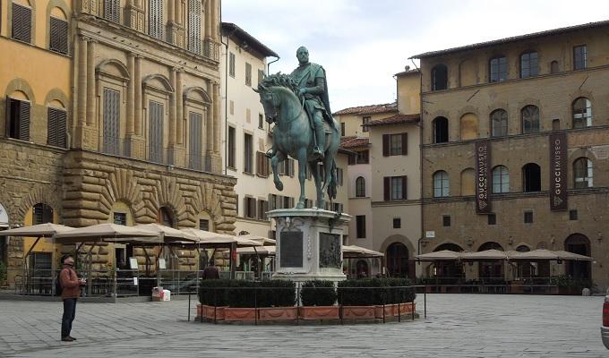 yuフィレンツェ銅像