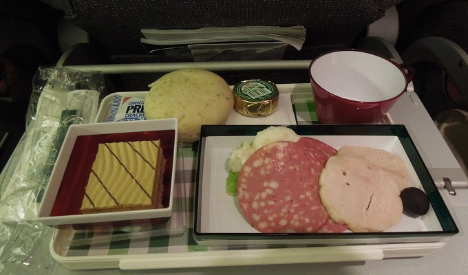yuイタリア行き機内食1