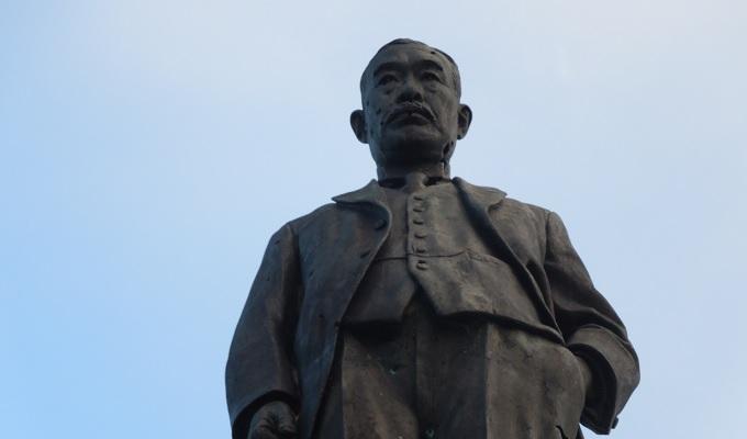 yuサイパン砂糖王銅像