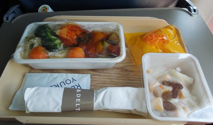 yuサイパン行き機内食