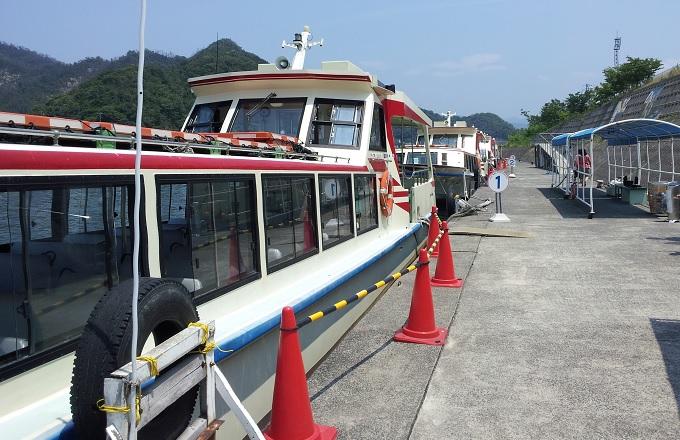 yu遊覧船の乗る船