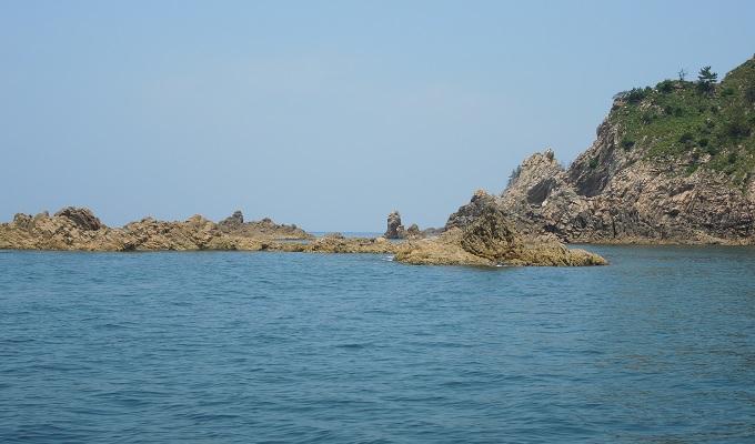 yu遊覧船浦富海岸に近づいてきた